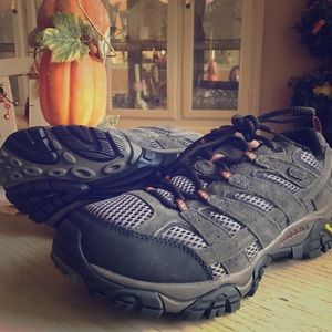 Hiking shoes Mens size 9